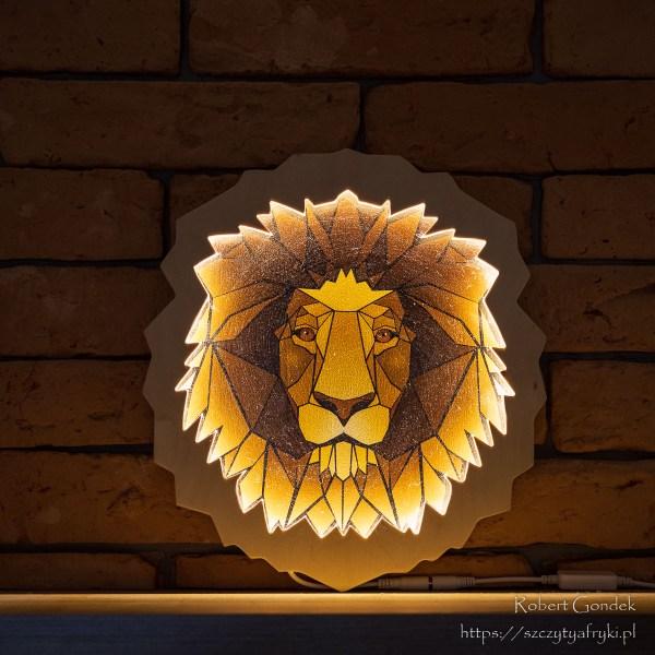 Drewniana lampka głowa lwa