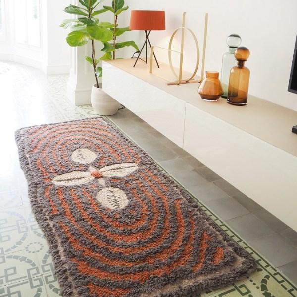 Wełniany dywan Cowrie Bracelet - afrykańska kolekcja - przedmioty inspirowane Afryką