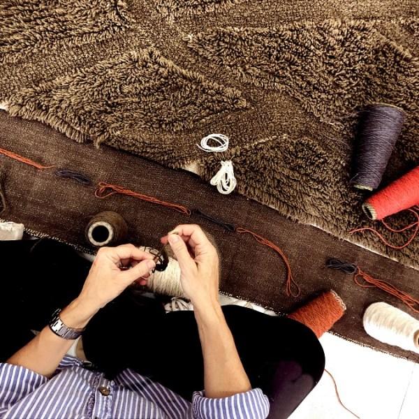 Wełniany dywan inspirowany drewnem afrykańskiej akacji - afrykańskie wnętrze