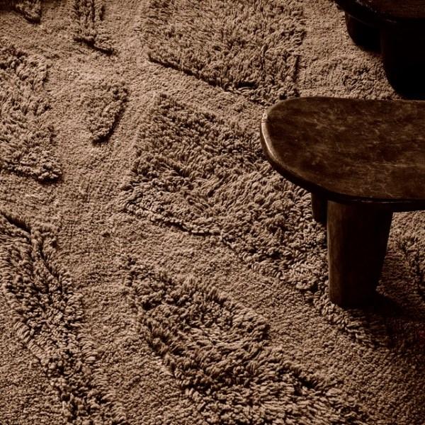 Wełniany dywan inspirowany drewnem afrykańskiej akacji - stylowe wnętrze