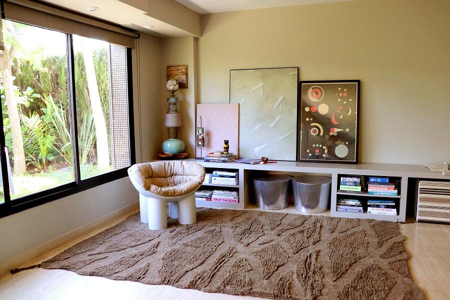 Wełniany dywan inspirowany drewnem afrykańskiej akacji w brązach