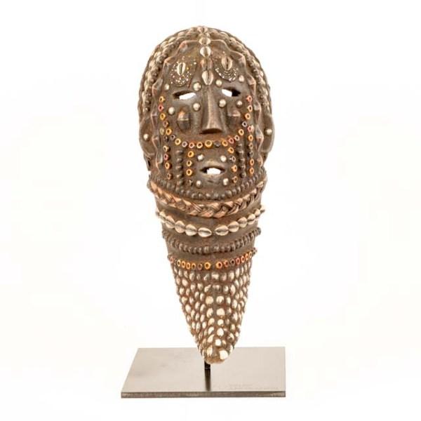 Afrykańska maska z muszelkami z Tanzanii