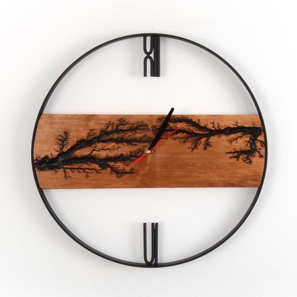 Czarny wiszący zegar z drewna - afrykański styl Loft