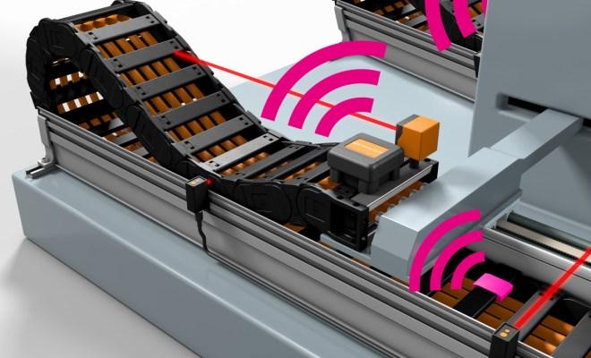 Nowy system isense EC.RC wykonuje pomiary przy użyciu różnorodnych czujników, kontrolując w ten sposób prawidłową pracę e-prowadnika. Jeden moduł komunikacyjny może jednocześnie monitorować wiele e-prowadników i przewodów. (Źródło: igus GmbH)