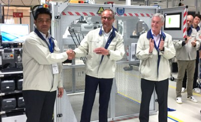 Od lewej: Tom Mathias (prezes i dyrektor generalny Omron Adept Technologies), Paul Sollewijn Gelpke (dyrektor generalny ds. produkcji i łańcuchów dostaw w Europie i Ameryce Północnej) oraz Terry Hannon (dyrektor działu marketingu Omron Adept Technologies)