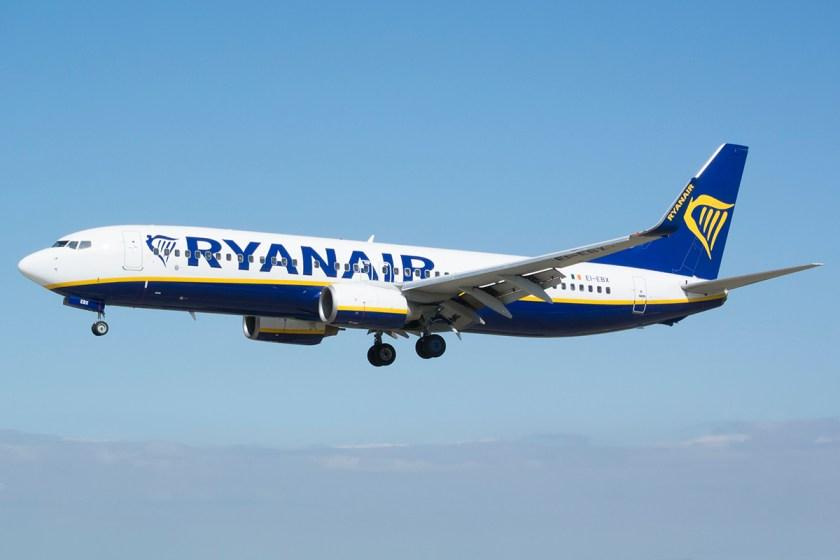 Ryanair_Boeing_737-800_EI-EBX.jpg