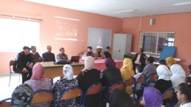 إعدادية وادي المخازن بأسفي تحتفل بعيد المرأة وتتوج متفوقاتها ومتفوقيها دراسيا