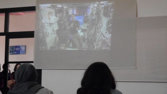 """مبادرة فريدة: تلاميذ مدرسة بخريبكة يربطون الاتصال المباشر بالفضاء مع الرائد """"توماس بيسكي"""""""