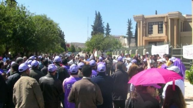 المكتب الجهوي للنقابة الوطنية للتعليم بالجهة الشرقية ينفذ وقفة احتجاجية أمام الأكاديمية
