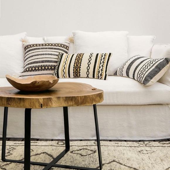 decoration salon table en bois tapis
