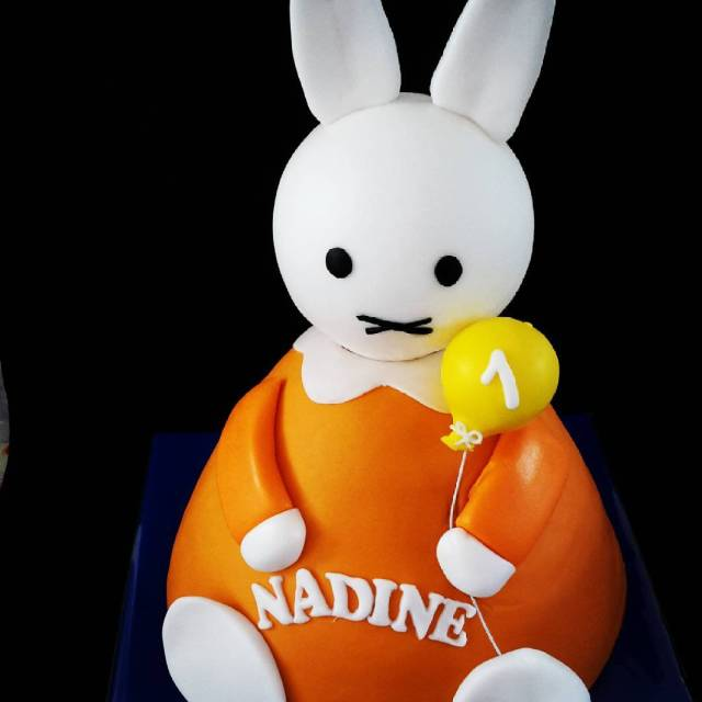 Happy birthday Nadine Gevuld met bananen crme  abrikozen jamhellip