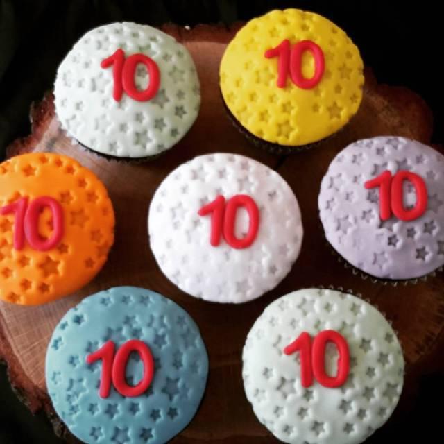 Cas 10 cupcakes instacake cupcakes cas stars verjaardag wijkbijduurstede taartvansab