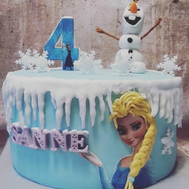Of het vandaag zo moet zijn een Elsa taart voorhellip