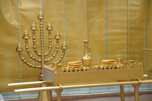 table & menorah thumbnail 300x200px
