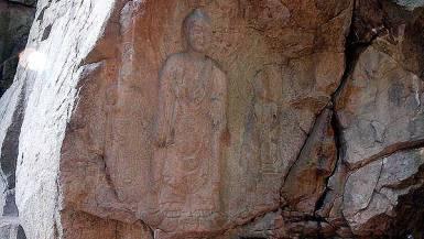 瑞山磨崖三尊仏像