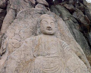 三陵溪谷磨崖釈迦如來坐像