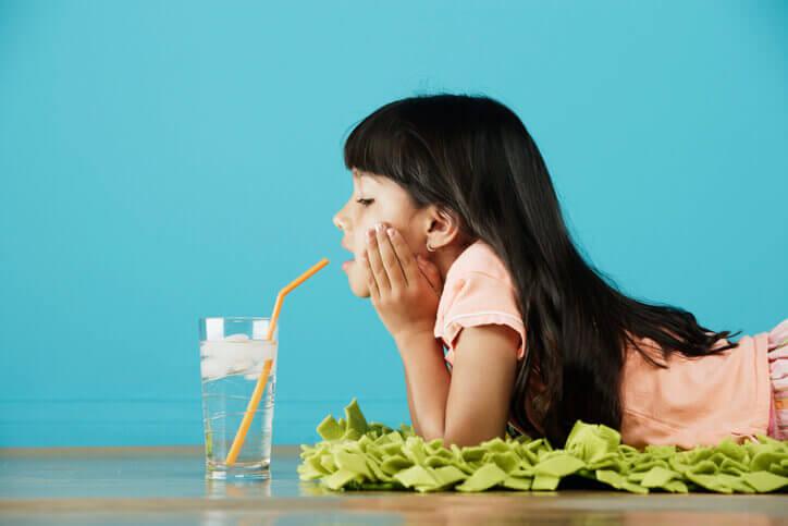 Not drinking enough water & eating junk food - tabib.pk