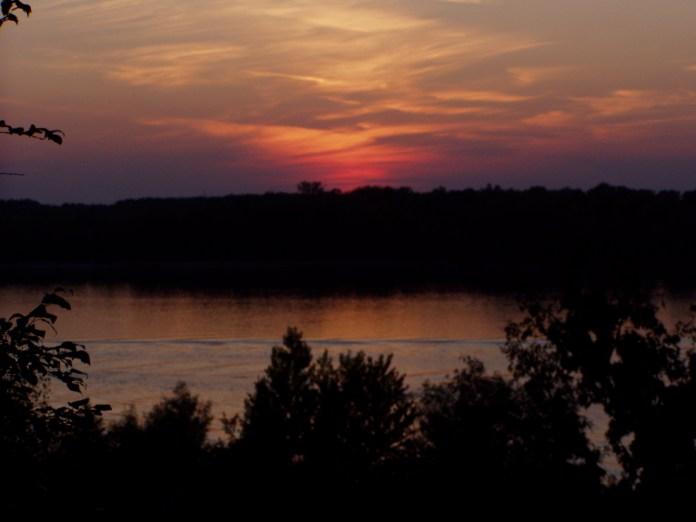 Abendstimmung an der Donau (die andere Seite ist Rumänien)