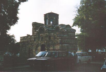 Kirche in Alt-Nessebar: Oben sieht man die rot-weissen Streifen.
