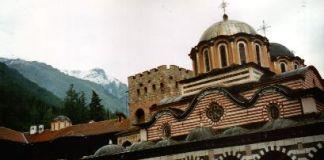 Das Kloster Rila und das Rila-Gebirge - meist schneebedeckt
