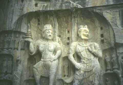 Luoyang: Zwei der grössten Statuen