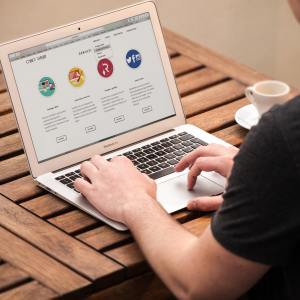 apple-desk-internet-209151