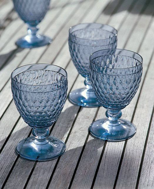 wijnglas blauw huren bij Table Moments