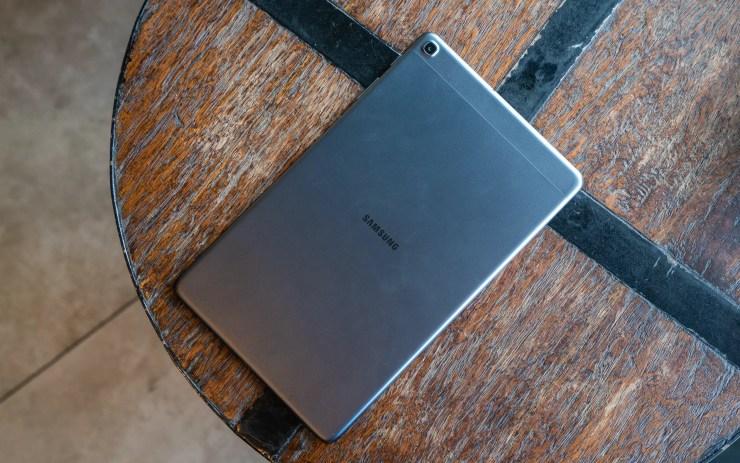 Samsung Galaxy Tab A 10 2019 auf einem Tisch