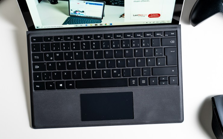 Microsoft Surface Pro 7 mit Type Cover