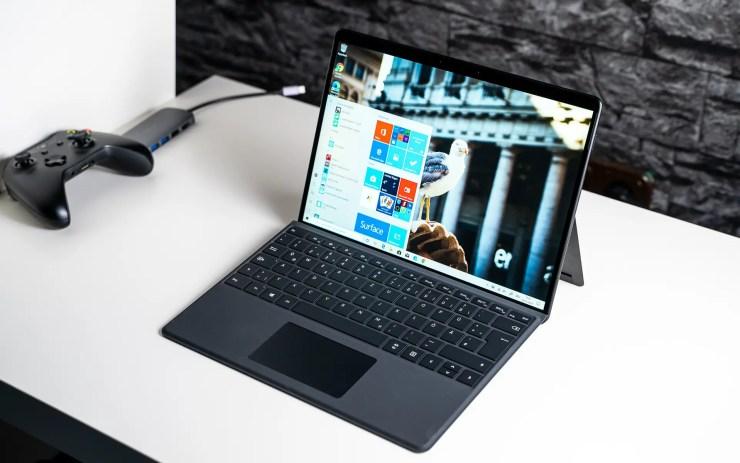 Microsoft Surface Pro X mit Tastatur
