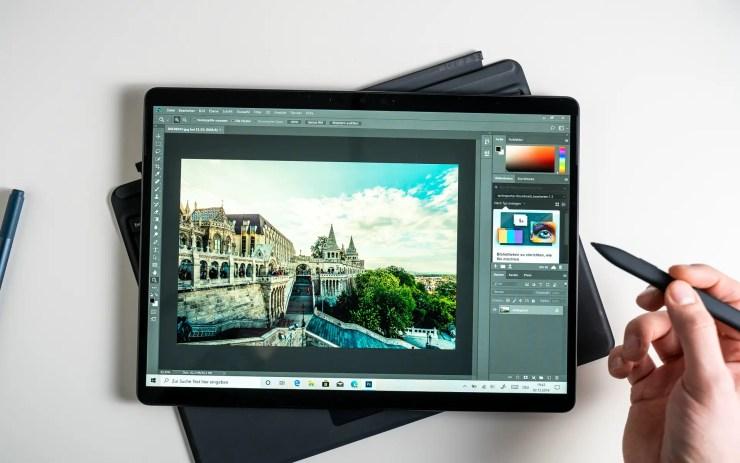 Microsoft Surface Pro X mit Photoshop