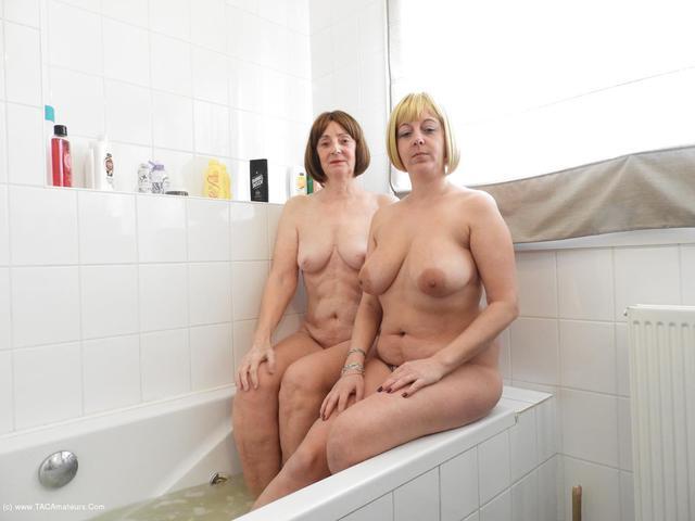 KatKitty - Bathing With Kat Lara