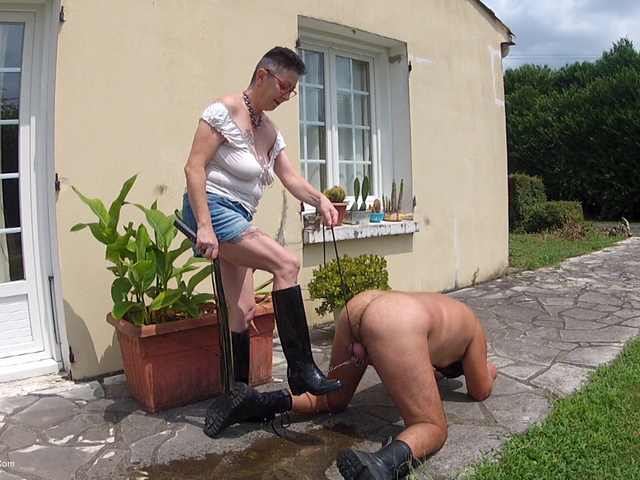 MaryBitch - Piss On My Rubber Boots  Lick