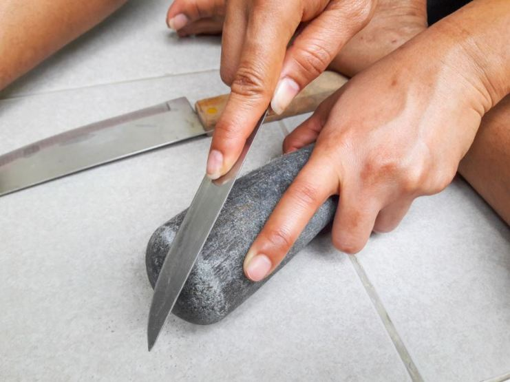 How to Sharpen Knives at Home