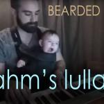 El papá más tierno: Logra dormir a su bebé en pocos segundos tocando el piano