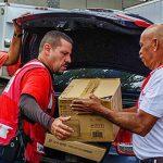 Cruz Roja Americana entrega 400 generadores solares a veteranos en Puerto Rico