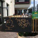 Exigen remoción de contenedor de basura que bloquea acceso a personas con impedimentos en Santurce