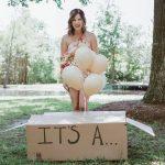 Pensó que su esposa estaba anunciando su embarazo, pero lo sorprende con algo diferente