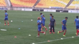 Lee Seung Woo warming up ahead of a match against Brazil U-17s