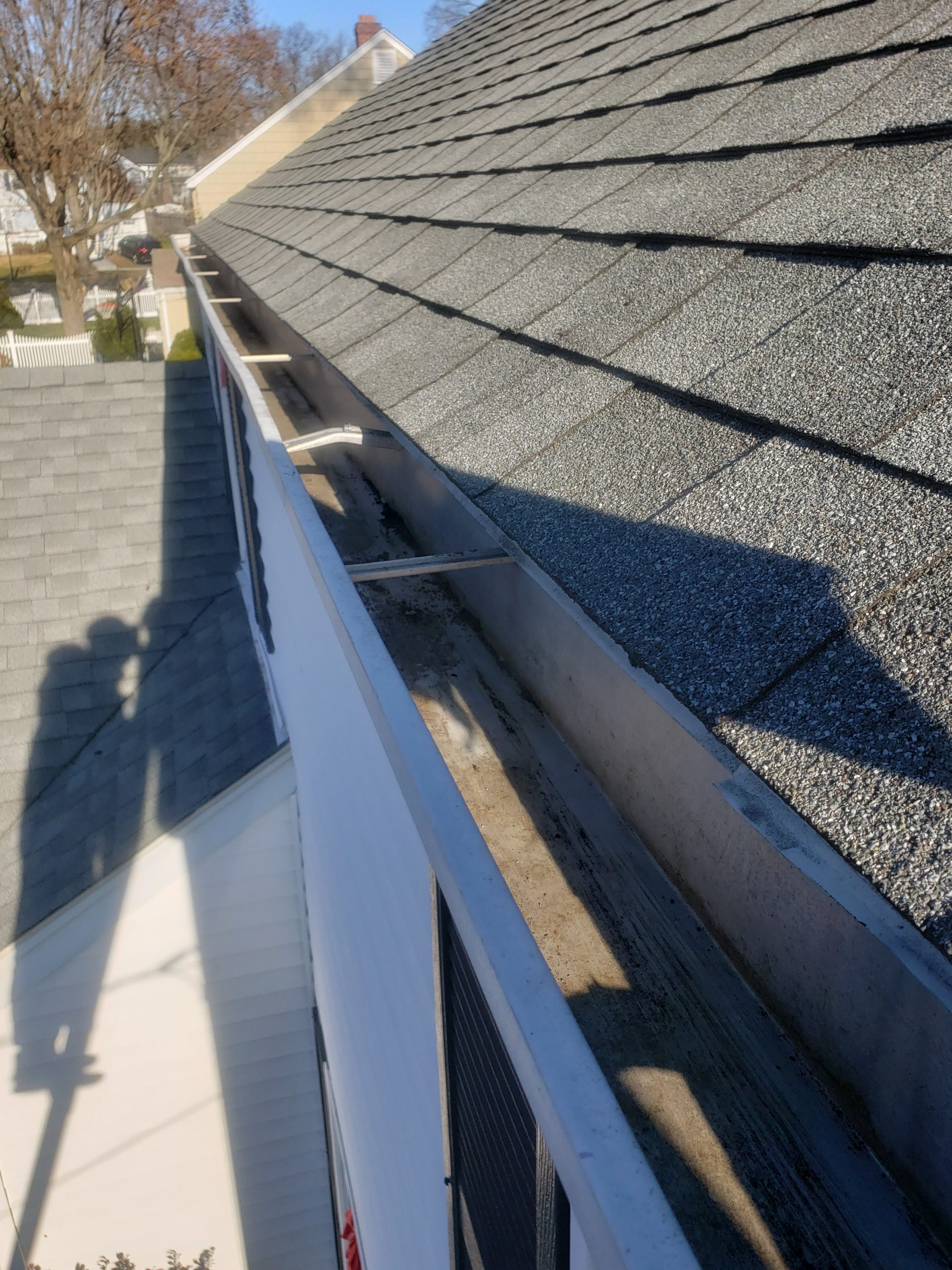 Gutter and Roof pressure washing in Easton CT