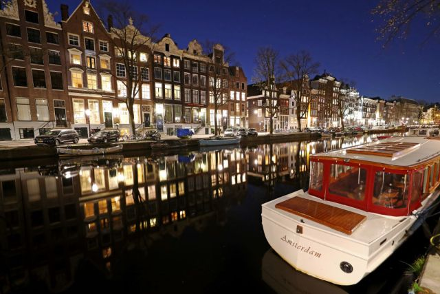 la stretta di amsterdam sul turismo mordi e fuggi