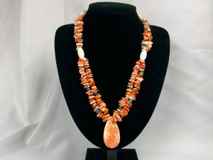 Chip Beads Spiny Oyster Necklace With Teardrop Pendant