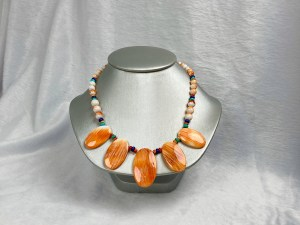 Round Spiny Oyster Bead Necklace With Graduated Oval Pendants