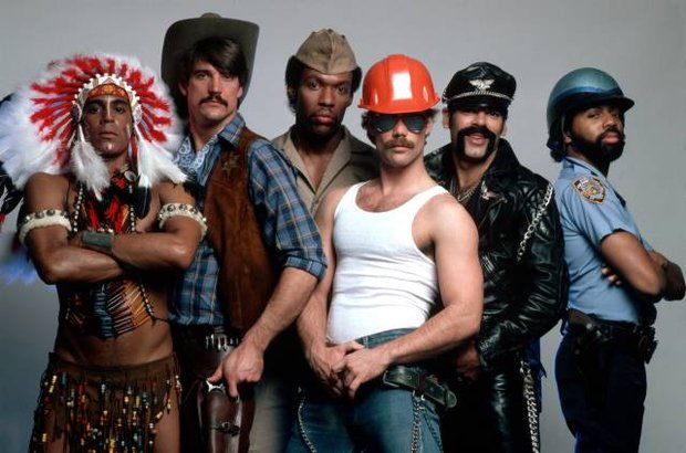 Studio Portrait of the Village People Pchające dłonie wg. YMAA