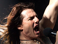 Tom Cruise belts out tunes in 'Rock of Ages'