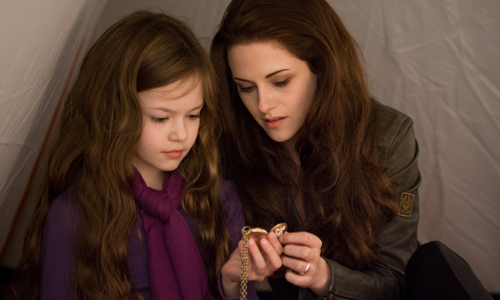 Macenzie Foy and Kristen Stewart are daughter and mother in 'Twilight: Breaking Dawn Part 2'
