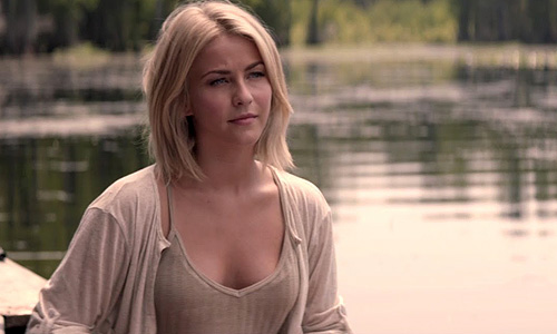 Julianne Hough is a woman in danger in 'Safe Haven'