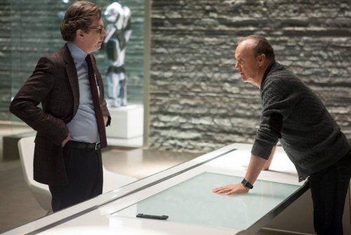 Gary Oldman and Michael Keaton arguing over 'Robocop'