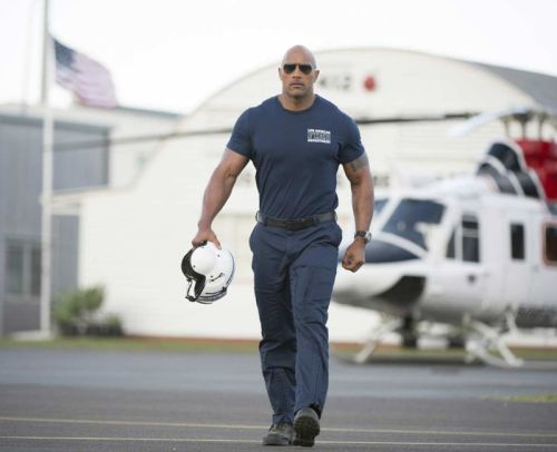Dwayne Johnson stars in 'San Andreas'
