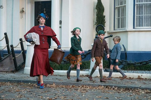 Mary Poppins heads out with the children in 'Mary Poppins Returns'